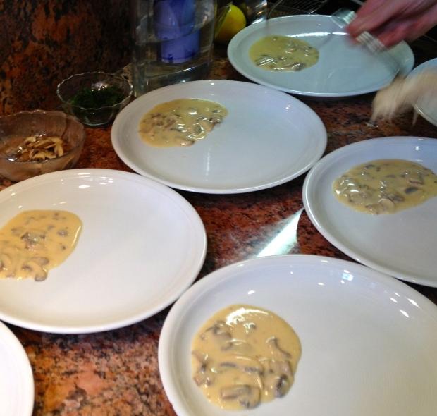 Poule-au-Pot Sauce Suprême