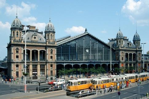 Budapest railway station (www.quora.com)