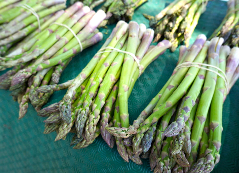 asparagus-at-market-paris.jpg