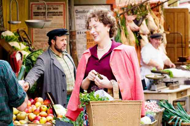 Meryl Streep as Julia Child with her pannier typique.