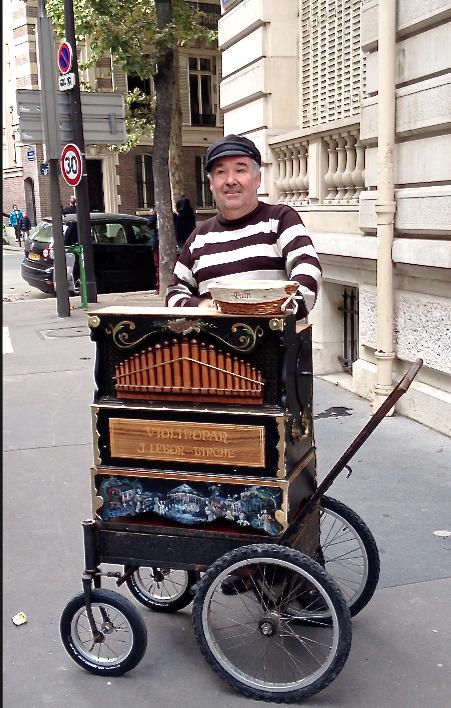 street-muscian-paris.jpg