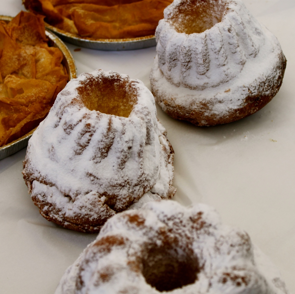 Kongloff…giant brioche cake with powder sugar
