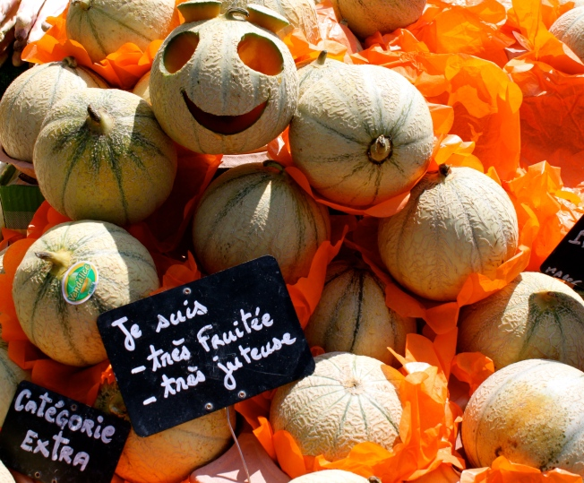 It's all smiles on the Marché des Quais…thanks to a very friendly English vendeuse and her melons...