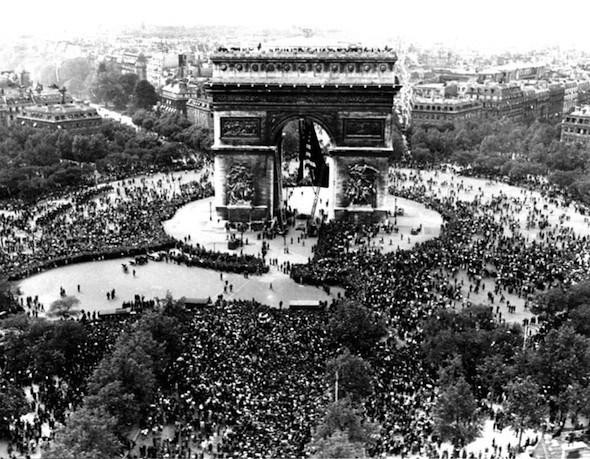 Arc de triomphe; source: AP Photo/Griffin