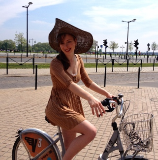 bike_in_dress_France_3.jpg