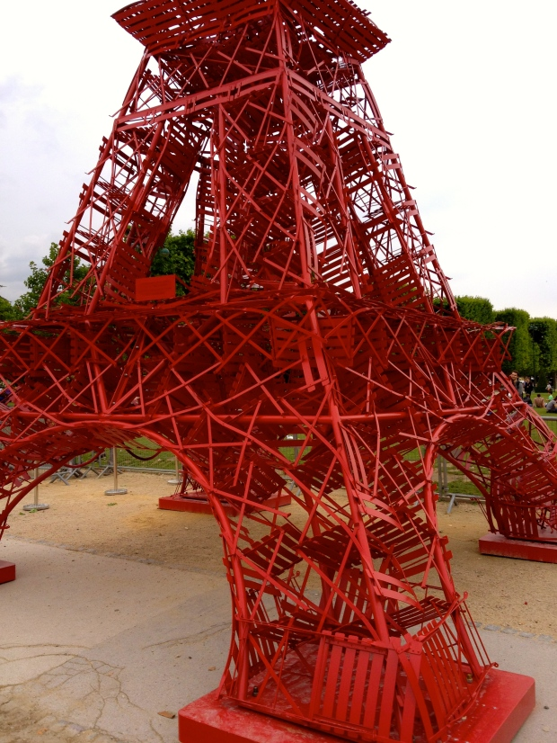 eiffel-tower-red-chairs2.jpg