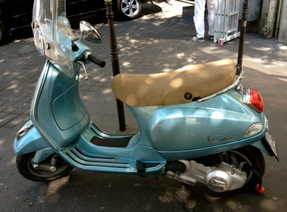 vespa_metalic_blue_france.jpg