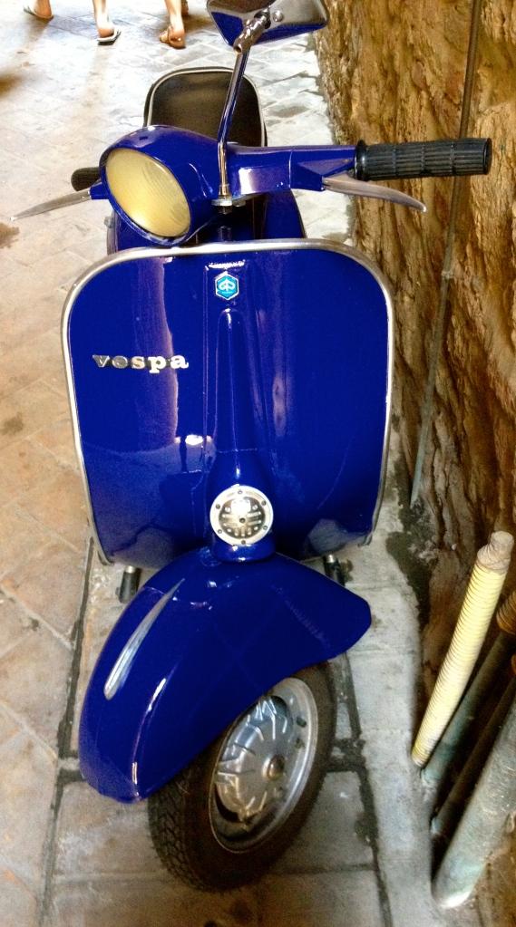 vespa_montepulciano_italy.jpg
