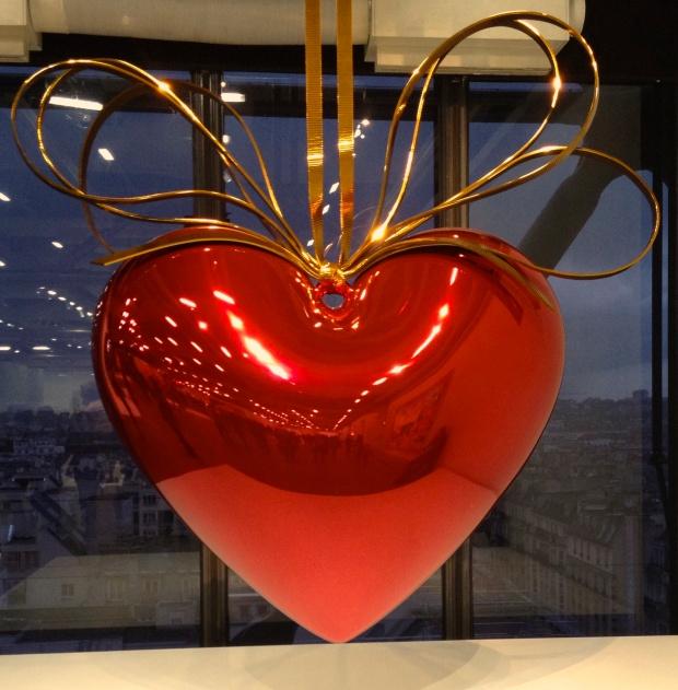 pompidou_paris_jeff_koons_red_heart.jpg
