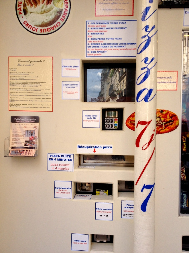 pizza_dispenser_vending_machine_paris_1.jpg