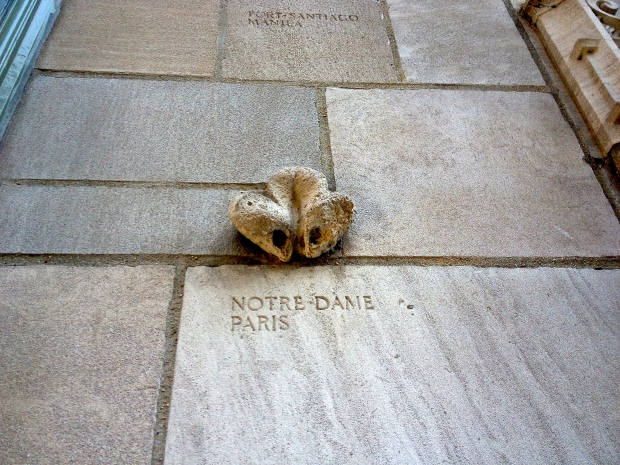 Notre-Dame-de-Paris-Tribune-Tower-Chicago.jpg