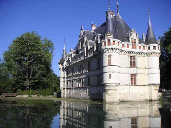 Azay-le-rideau_château_douves