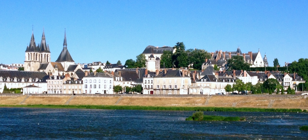 Blois_loire_valley_loire_a_velo_biking_france.jpg