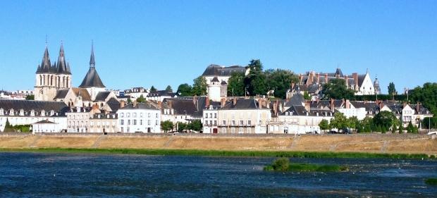 Blois_loire_valley_loire_a_velo_biking_france.jpg