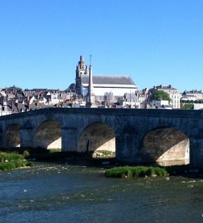 loire_a_velo_Biking_in_France_Amboise_chateau.jpg