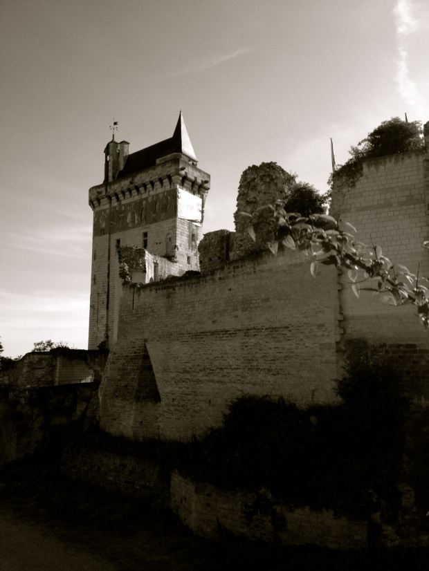 Chinon_fortress_chateau_France_loire_biking.jpg